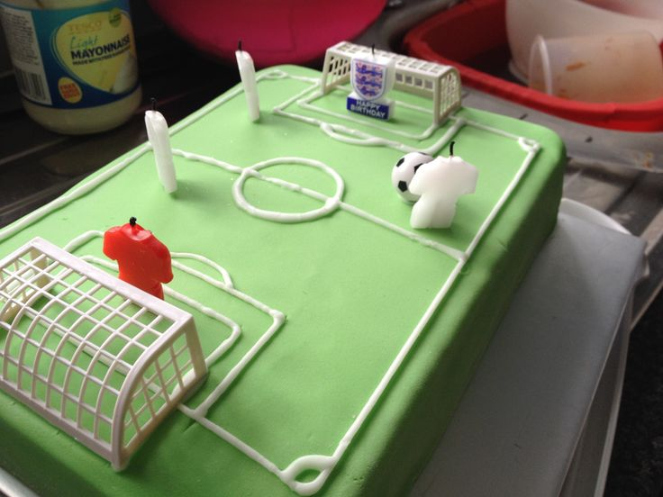 17 Best ideas about Football Pitch Cake on Pinterest ...