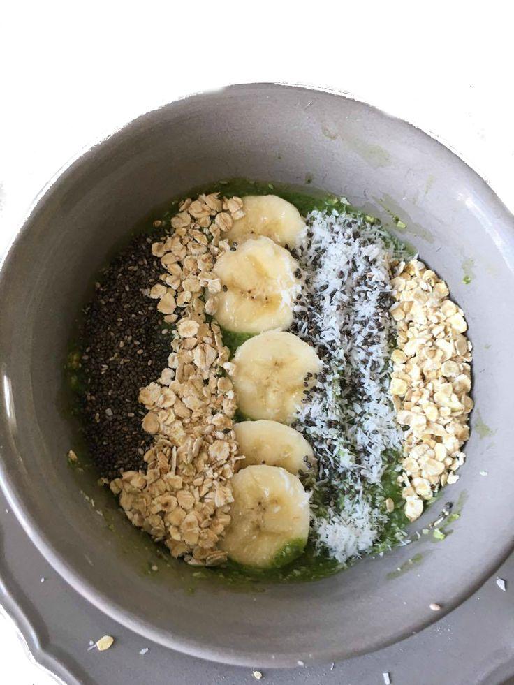 Vegan smoothiebowl met banaan. Dit vegan recept en andere gezonde recepten vind je op mijn foodblog Organic Happiness.