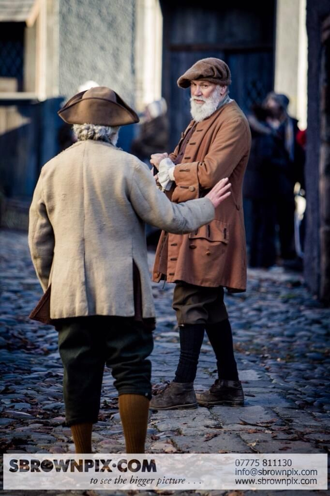 Outlander Filming at Culross, Scotland - (Village of Cranesmuir?). The costumes look fantastic, so exciting! Pics - Steven Brown Photography, Fife.  (Follow link for more pics)