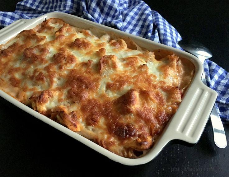 En skøn opskrift på pasta i fad med bolognaise og bechamel sauce. Perfekt restemad, hvis man har fået spaghetti med kødsauce dagen før.