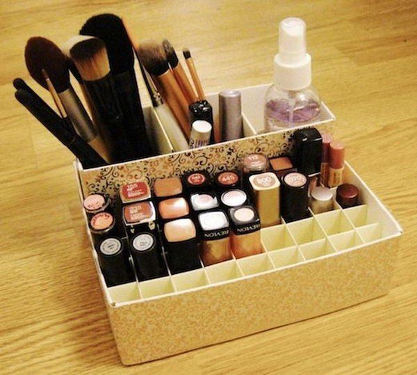 Makeup holder from cereal and oatmeal boxes. This incredibly simple organizer for makeup is made from the common cereal and oatmeal boxes. Of course, you can use other boxes in hand.