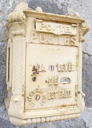 Γγρ│ Ancienne boîte aux lettres