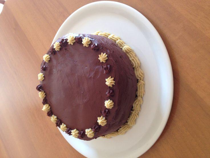Torta al cioccolato con crema al pistacchio e  copertura con ganache al cioccolato