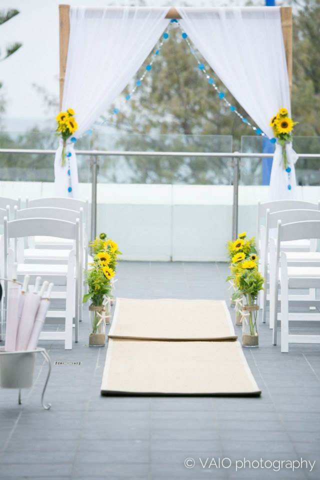 Circle of love weddings perth. Arch. Sunflowers. Viao photography