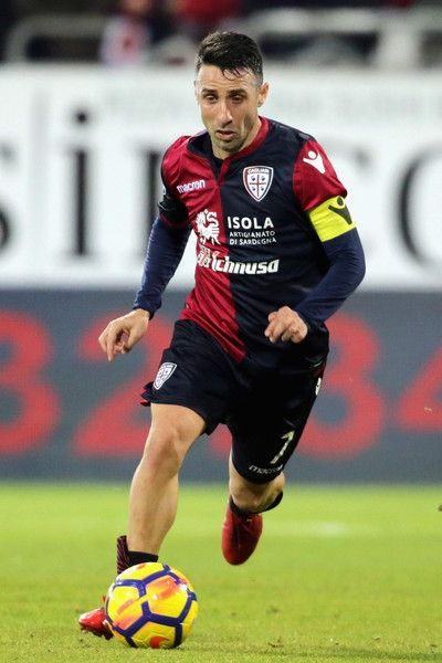 Andrea Cossu of Cagliari in action during the serie A match between Cagliari Calcio and ACF Fiorentina at Stadio Sant'Elia on December 22, 2017 in Cagliari, Italy. - 19 of 34
