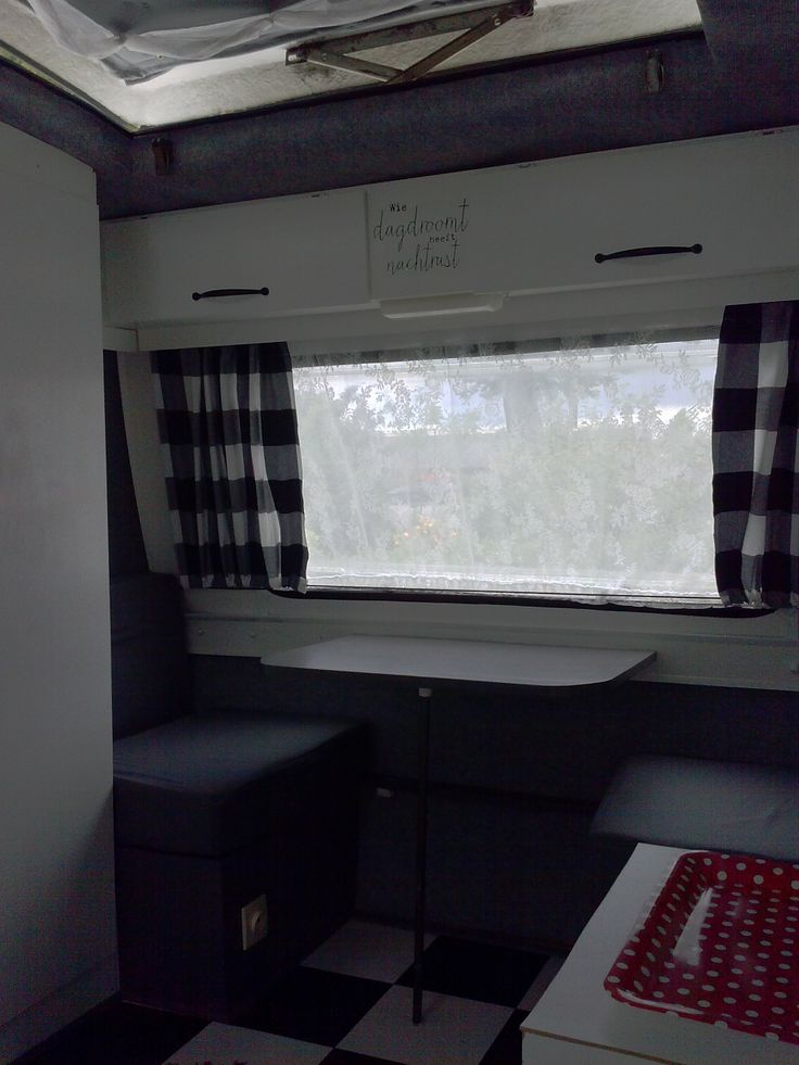 caravan Predom Ikea gordijnen en kastgrepen, sticker van Flow