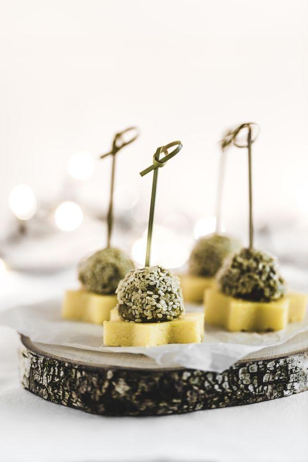 Lentils, cotechino and polenta finger food - Stelline di polenta, cotechino e lenticchie