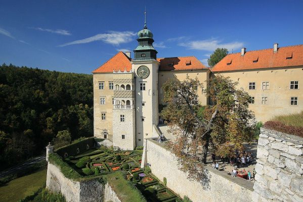 Pieskowa Skala castle in Poland  From Apgmbc