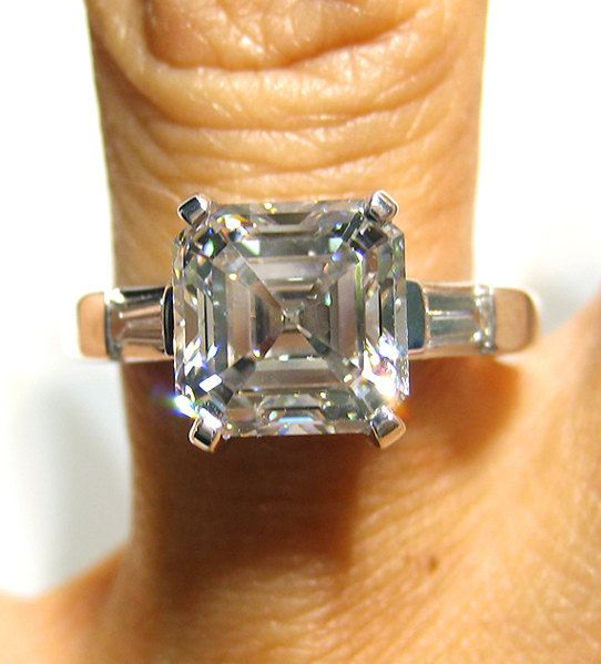 Asscher-Cut #Diamond E-Ring (3.22cts) (Credits: photo from Treasurly by Dima [etsy])