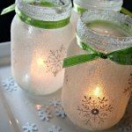 http://hoosierhomemade.com/mason-jar-lights-homemade-holiday-inspiration/#_a5y_p=2562024