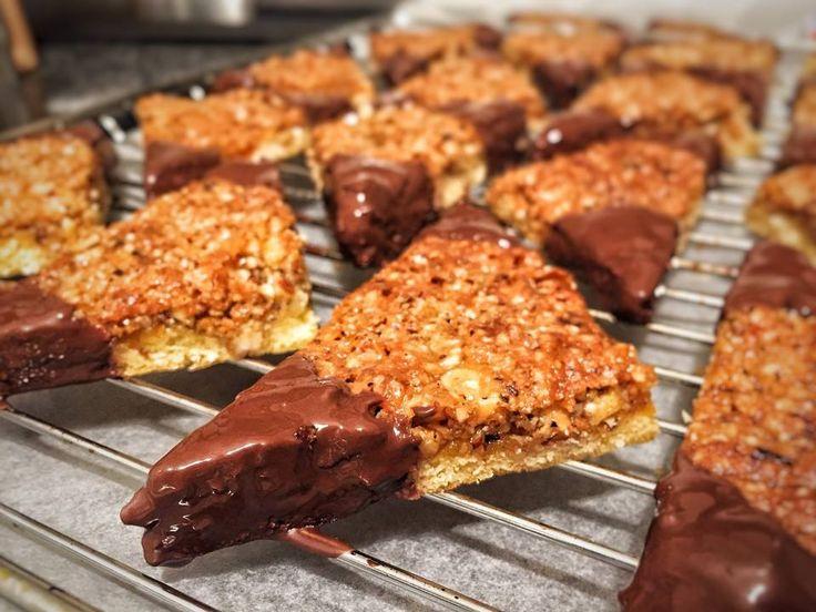 Volt otthon egy kis mogyoró és csokoládé, elképesztő roppanós mogyorós finomságot készített belőle! - Ketkes.com