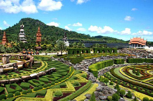 6 Best gardens in the world-Suan Nong Nooch (Thailand ) has 600 acres of plants,flowers ,Thai villas ,houses ,restaurants ,pools,Thai cultural shows etc .Picturesque !