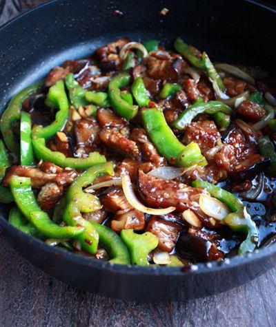 Budsjettmiddag: Grønnsakswok med peppersaus | Norsk Vegetarforening