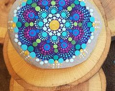 Pietre variopinte Mandala / Rock Rock Art /Painted / Dotillism / dipinto a mano home decor di Miranda Pitrone. ORO turchese blu viola