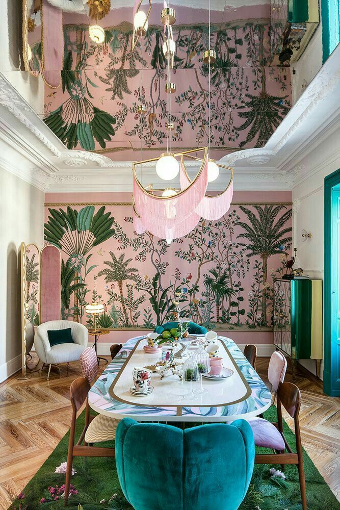 Wallpaper Chic Chinoiserie Pink And Green Mirror Roof Giving Double Ceiling E Ceiling Chic Chinoiserie Double In 2020 Interior Design Interior House Interior