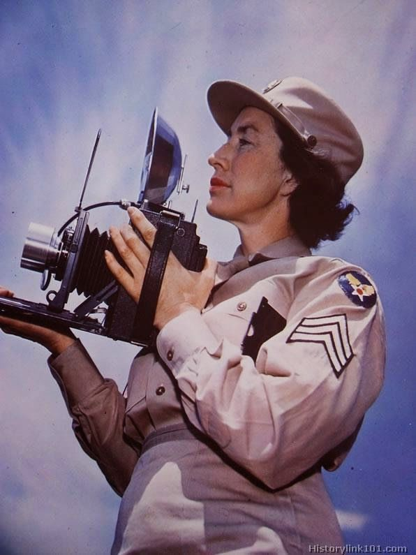 Rare Color Portraits of Photographers During World War II