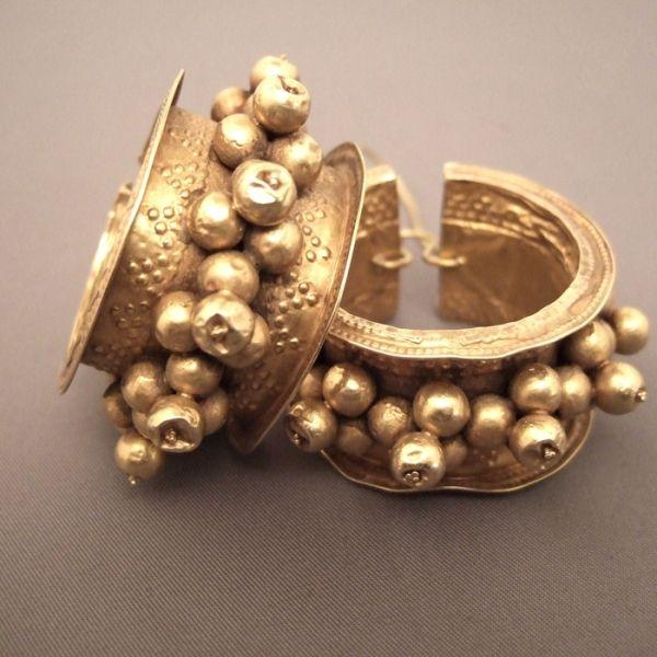 Exquisite antique Gujurat Earrings, 22ct gold, India. via Ethnic Jewels