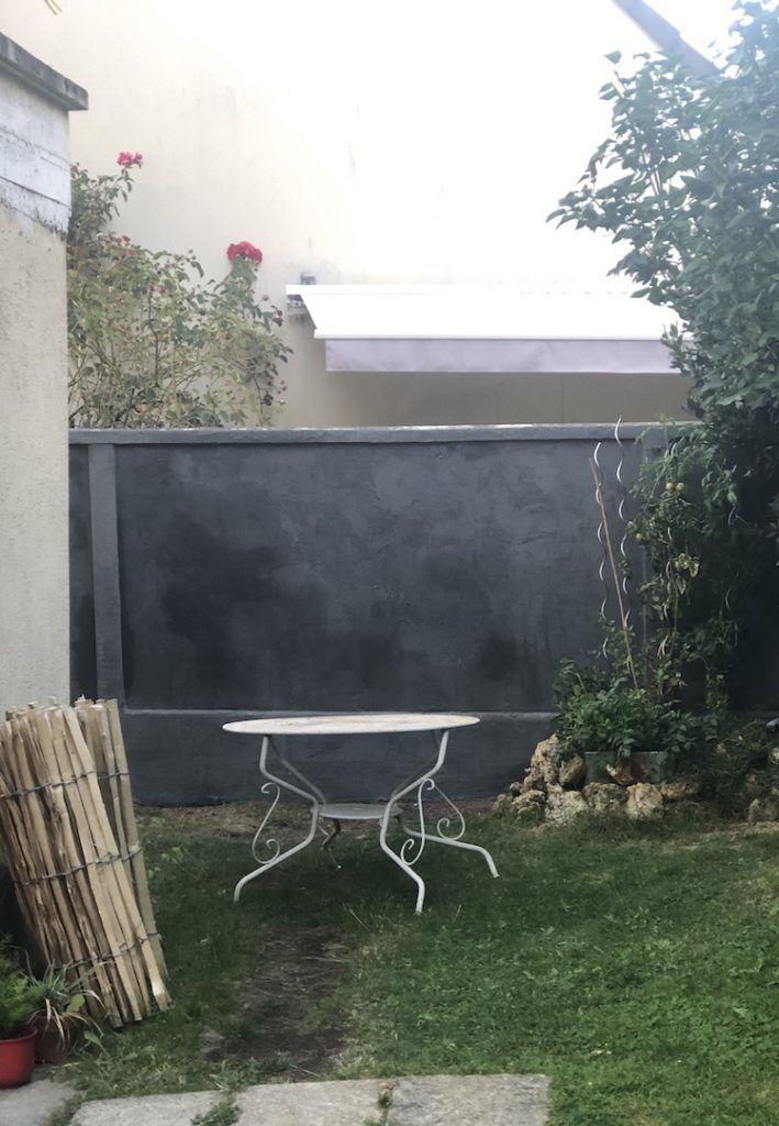 Avant Apres Transformer Un Mur Avec Un Enduit Monocouche Colore En 2020 Mur En Parpaing Jardin De Ville Monocouche