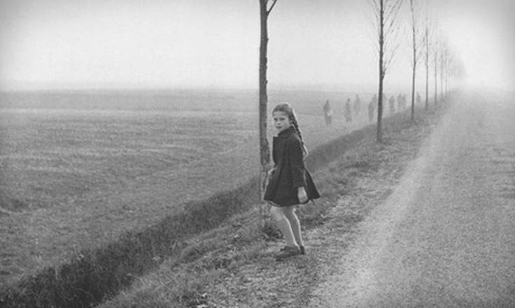 """Tullio #Kezich: """"Nel film Il grido […] la nebbia perseguita il film costringendo a bruschi mutamenti nell'ordine del giorno: e qualche volta, quando la nebbia non c'è, bisogna crearla artificialmente per completare certe scene iniziate col tempo grigio""""  Michelangelo #Antonioni - Steve #Cochran - Alida #Valli - Betsy #Blair - Gabriella #Pallotta"""