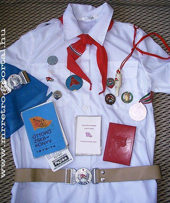 Uniform for the communist youth organization :Úttörő egyenruha