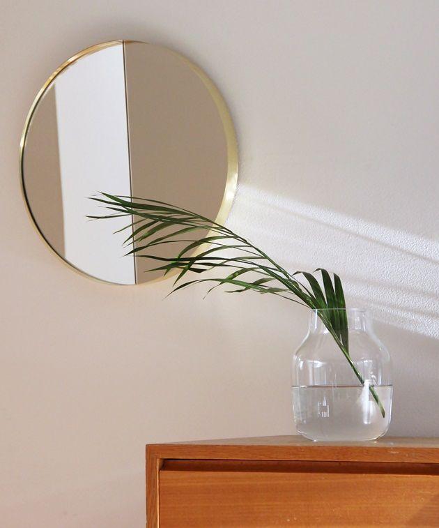 Vino-mirror by Iina Vuorivirta