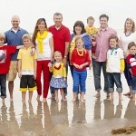 Extended Family Pictures~Love the beach ball color pallet!