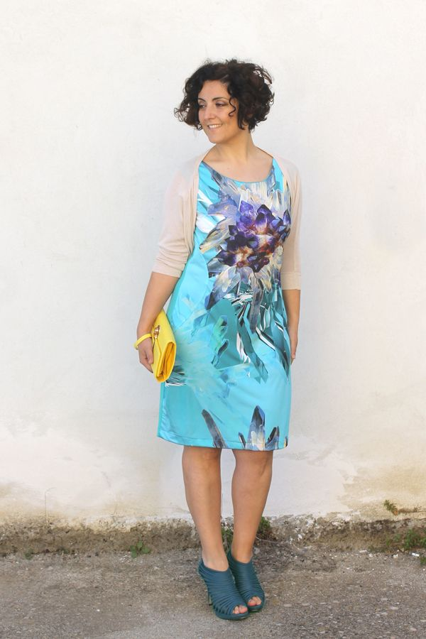 how to wear LBD, light blue, little black dress, curvy, plus size, what to wear for a wedding party, come indossare il tubino, tubino, smash...
