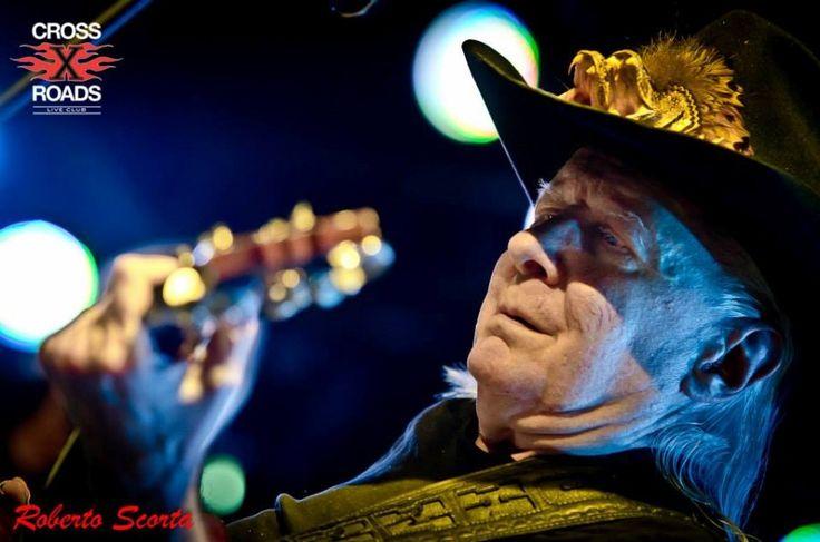Johnny Winter, un grande della musica, è morto ieri. Grazie per le emozioni che ci hai dato, Johnny.