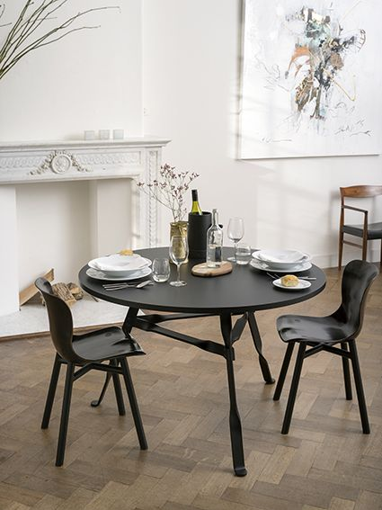 Functionals Twist table. Design: Thomas Schnur.