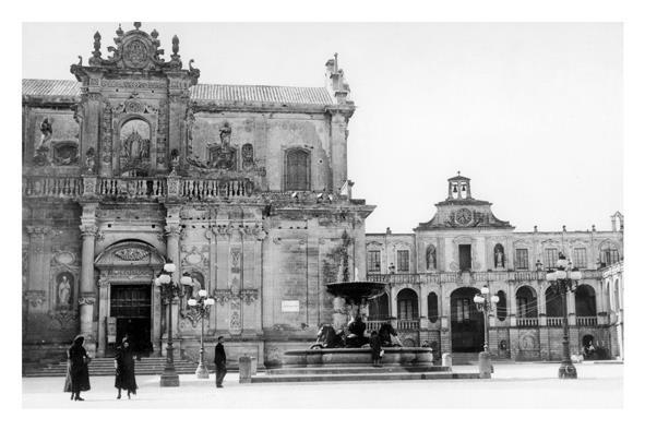 #Lecce Piazza San't Oronzo con fontana foto anni '30  Archivio fotografico di Nicola Magi