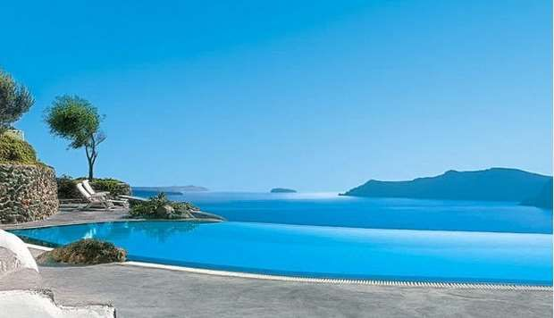 The 10 + 1 best hotels in Santorini!