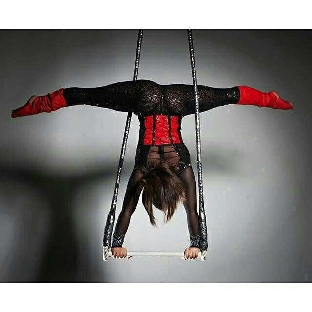 Awesome pose on the trapeze! Circus life!