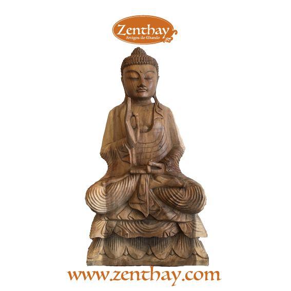 Lindo buda em madeira natural, com 80cm de altura. Veja mais em www.zenthay.com