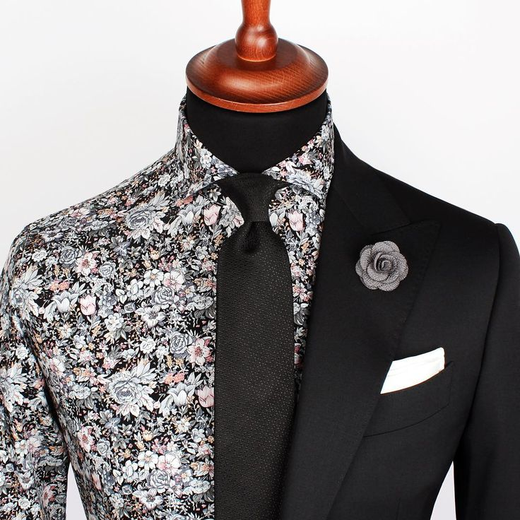 The Auckland full set. Includes the shirt, tie, lapel pin and pocket square. www.Grandfrank.com