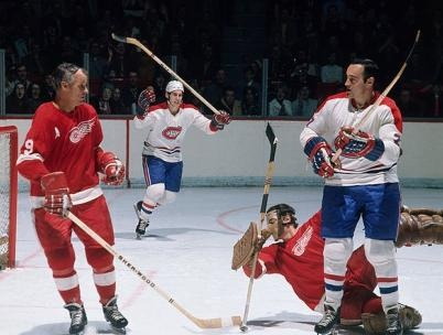 Frank Mahovlich : Le Forum de Montréal n'avait pas beaucoup de secrets pour Frank Mahovlich lorsque celui-ci a enfilé le chandail des Canadiens pour la première fois. Au moment de son arrivée à Montréal au milieu de la saison 1970-1971, il visitait déjà l'édifice depuis 15 ans à titre de membre des Maple Leafs et des Red Wings.