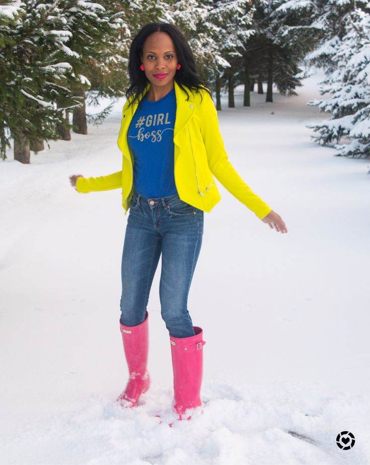 bright neon outfits/pink hunter boots/girl boss tee