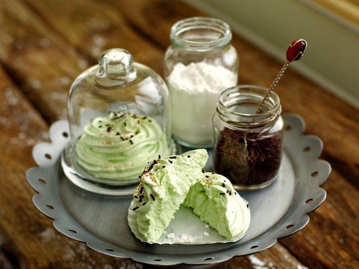 Классический домашний зефир - пышный, вкусный десерт с небольшой кислинкой и неповторимым ароматом. Простой пошаговый рецепт поможет вам приготовить его.