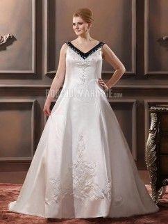 Col en V robe de mariée de grande taille en satin ornée de broderies