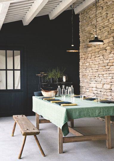 Le lin s'invite dans la maison.Plus d'idées déco pour une cuisine chaleureuse sur le blog#sweethomesmartlife - #home #kitchen #linen