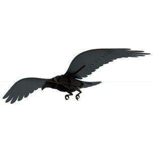 Adam, corbeau aux ailes déployées est à suspendre, silhouette troublante, intimidante, il impose sa présence, sa force évocatrice chargées de tant de références. Un objet sauvage à apprivoiser sur http://www.utileetfutile.fr/ibride/2046-adam-corbeau-volant.html