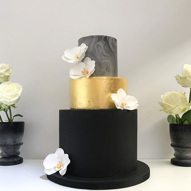 Modern Wedding Cakes: 25+ Best Ideas About Black And Gold Cake On Pinterest