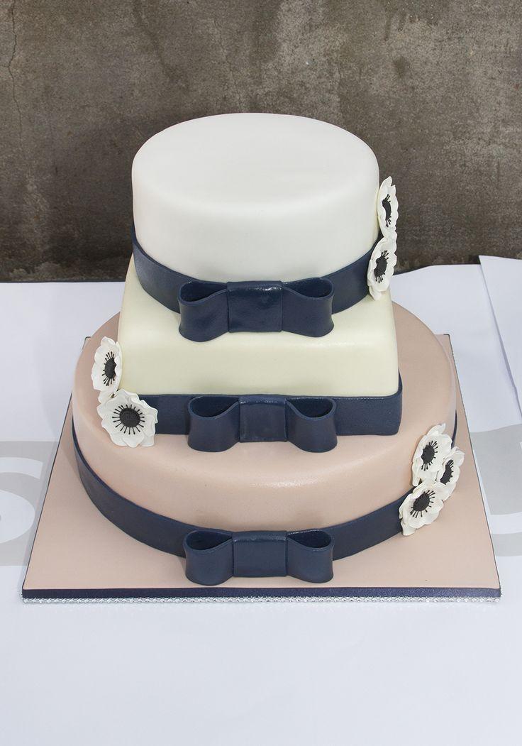 Simpel but elegant #bruidstaart #weddingcake