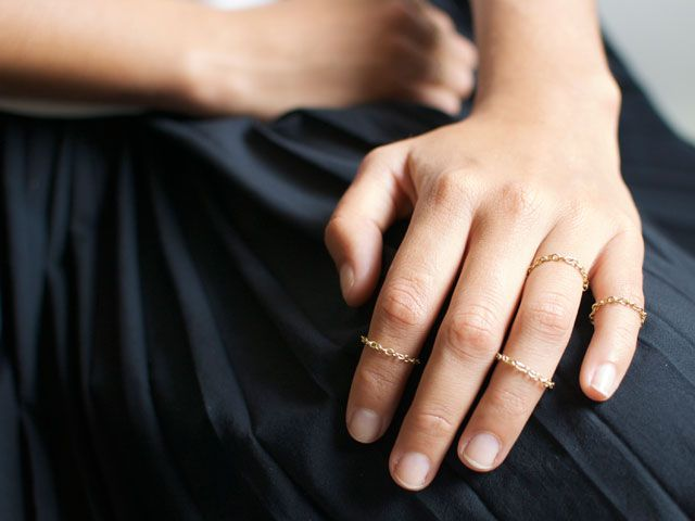 DIY: delicate gold chain rings