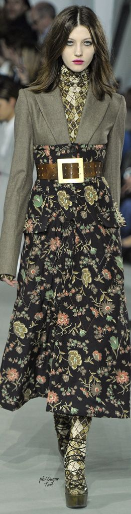 onderkant jas zelfde kleur als broek of rok eronder!