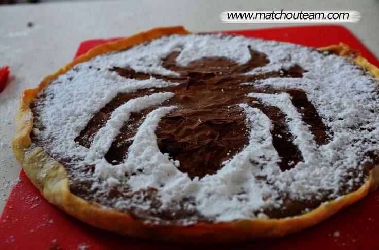 Halloween : décorer un gâteau en forme d'araignée