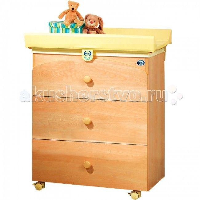 Комод Pali Tris пеленальный (3 ящика)  Комод Pali Tris пеленальный (3 ящика) оборудованный ванночкой, откидывающейся пеленальной доской и полочкой для туалетных принадлежностей. Пеленальная доска снимается, ванночка и полочка убираются, при этом дизайн комода остается прежним. Для удобства перемещения комод оборудован колесами с тормозами.  Основные характеристики: 3 глубоких выдвижных ящика на роликах с удобными и ручками Ванночка анатомической формы, съемная Четыре колеса, два со стопором…