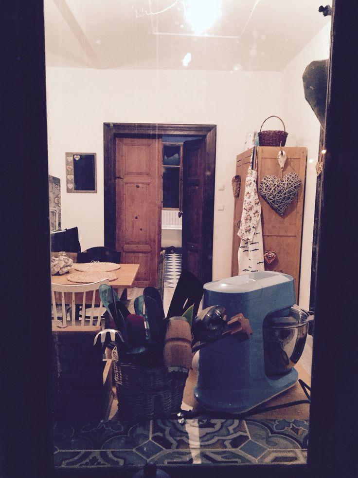 #dreambehindthewindow #kitchen #retro #vintage #retroblue #old #wood #doors