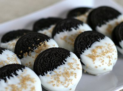 Gold Glitter Dipped Oreos | 24 Glittery Christmas Cookies That Will Fill You With Joy: