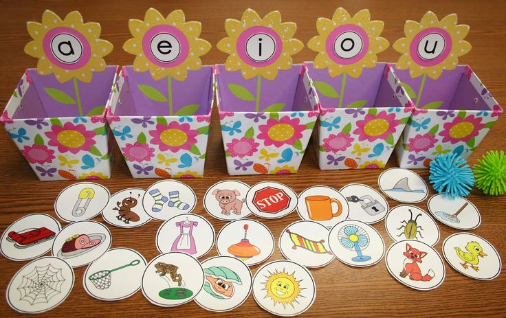 Classroom Freebies Too: Springtime Vowel Sorting Activity