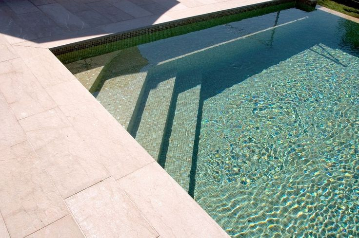 34 best Escaliers piscine images on Pinterest Stairs, Swimming - revetement piscine pierre naturelle